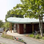 The innovative leaf-shaped roof